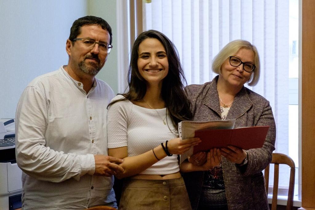 дипломов студентам Гранадского университета Вручение дипломов студентам Гранадского университета